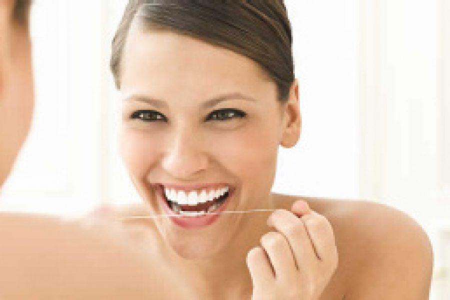 Zahnpflege: Erst die Seide, dann die Bürste